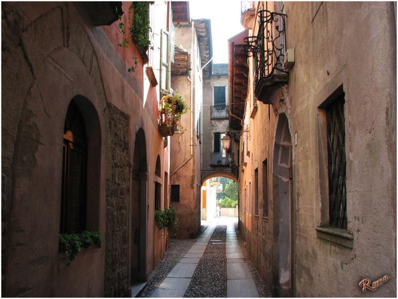 Via centrale borgo antico Orta