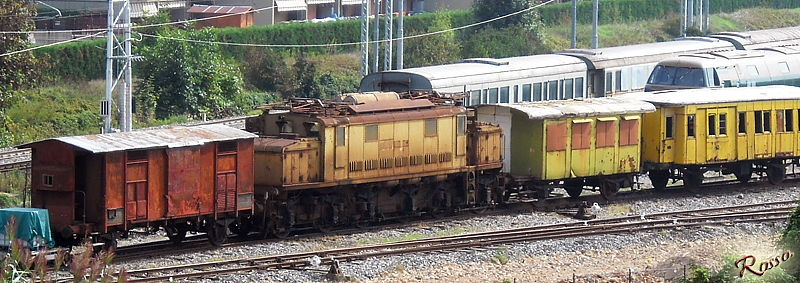 Vecchi treni in deposito (Old trains)