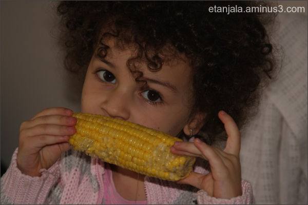 Rebeca eating corn