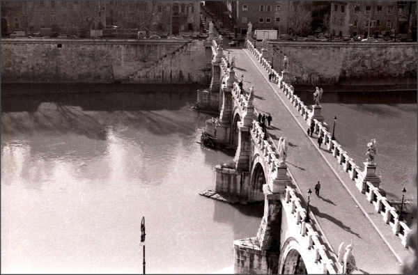 The bridge of Castel Sant'Angelo, Roma