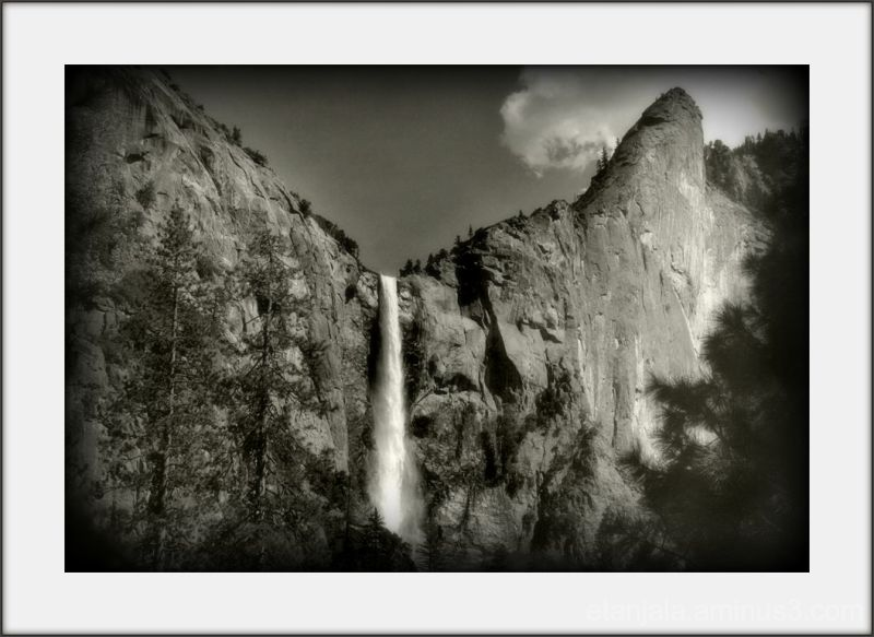 Cross America- Bridailveil Fall (Yosemite Valley)