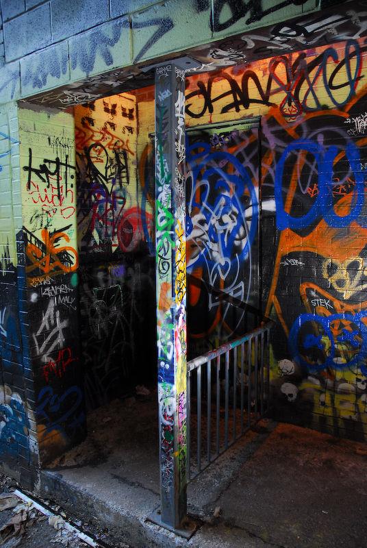 Graffiti in a back alleyway