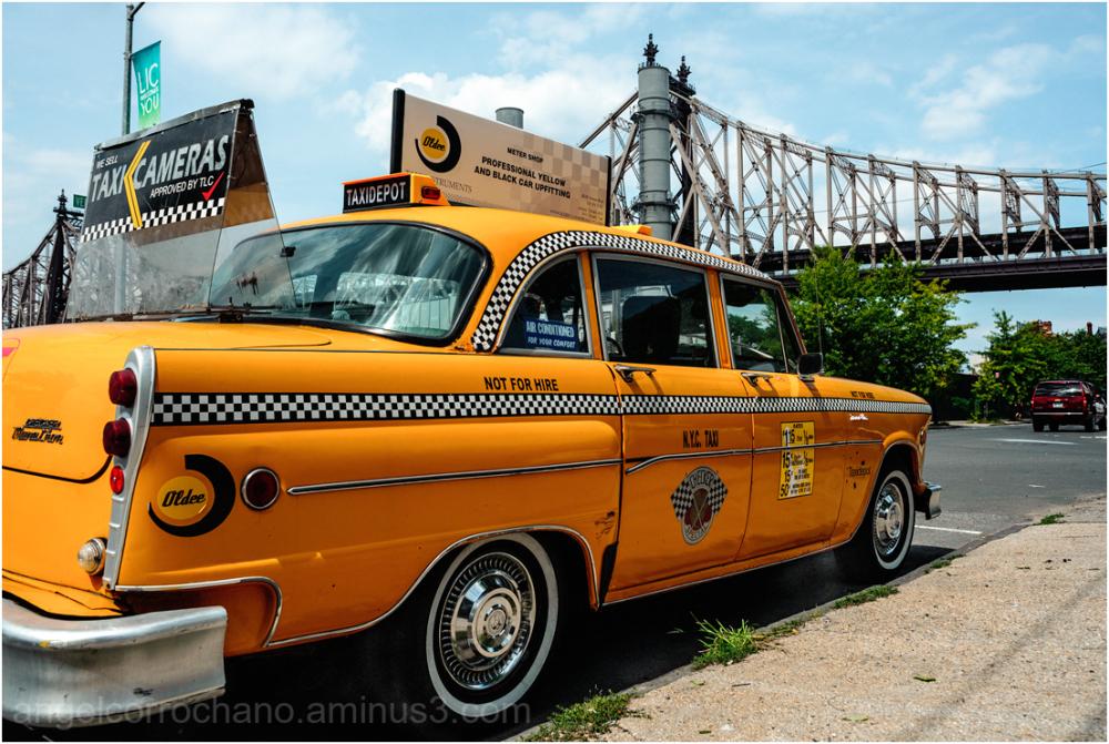 El taxi y el puente