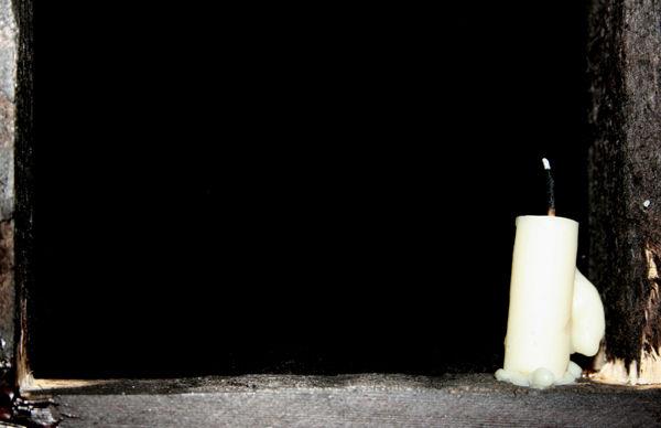نبودنت را شمعی روشن کردم.. به یاد بودنت