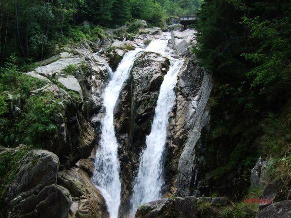 Mini waterfall-Lolaia