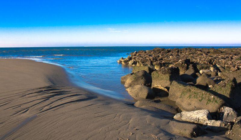 a nice little bay between the beach and a groyne