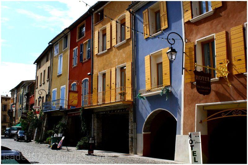 Buis-les-Baronnies Photo Drôme France couleurs