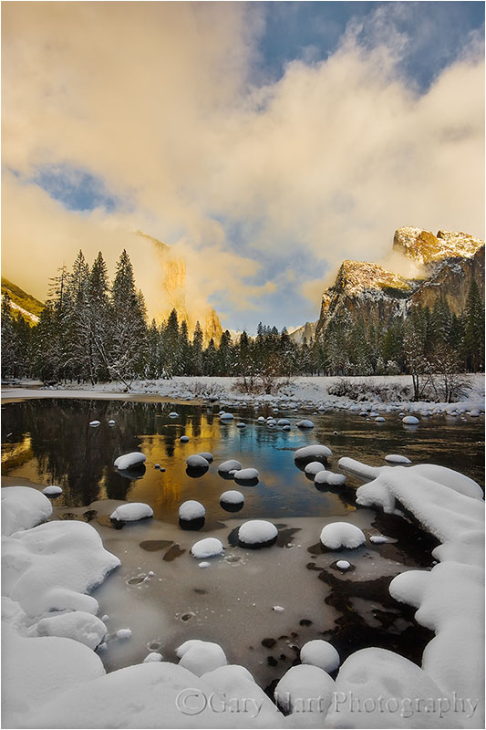 Fresh snow blankets Valley View, Yosemite
