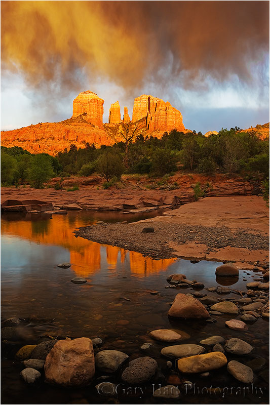 Front-lit virga dances above Cathedral Rock