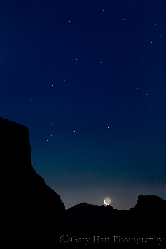 Crescent moon rises above Yosemite Valley