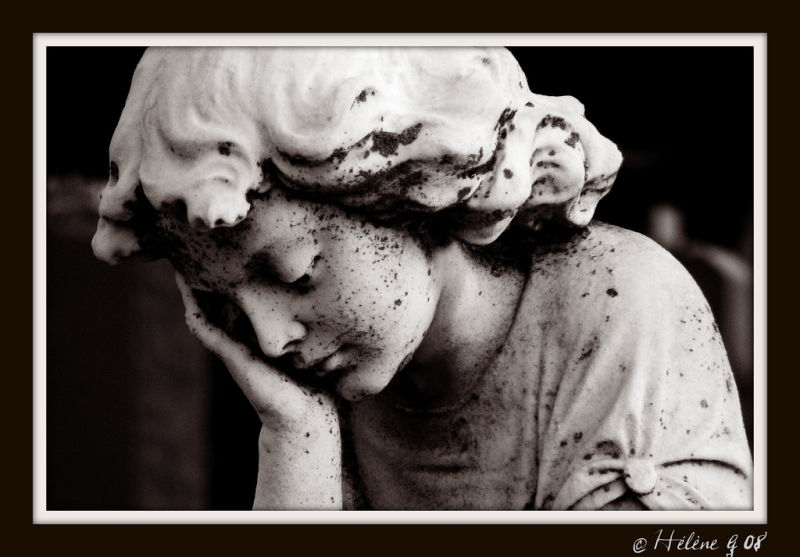 tombe enfant child statue