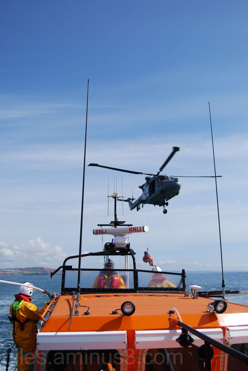 Helicopter Exercise with RN Lynx