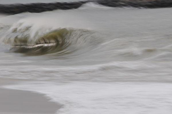wave shorebreak