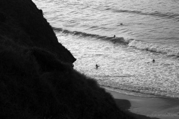 luis surfing