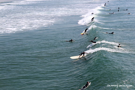 More surfers