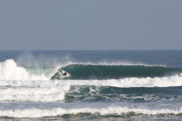 Surfer en su sitio en rodiles