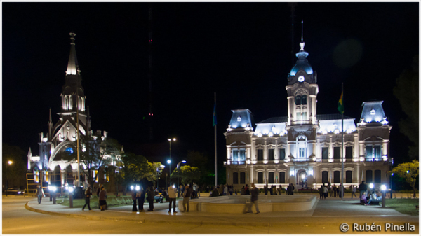 Palacio Municipal e Iglesia del Carmen