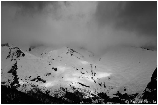 Montaña y tormenta