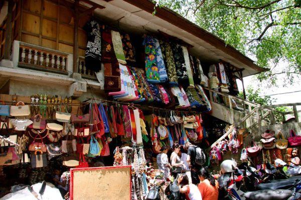 Bali ウブドの市場