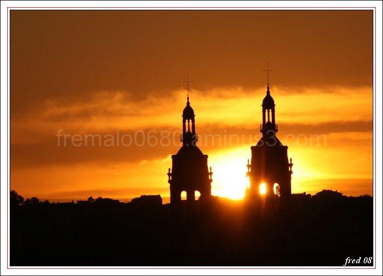 coucher de soleil sur la cathédrale de Nancy
