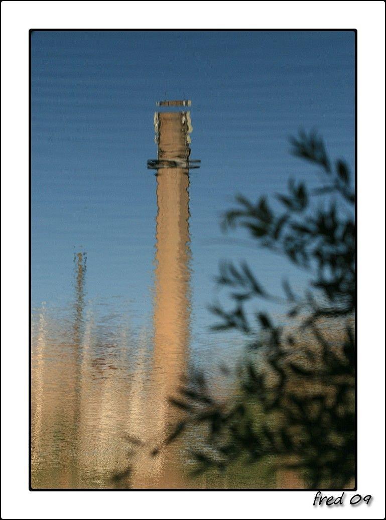 reflet de la cheminée de la chaudronnerie