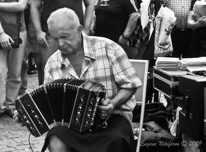 Man playing accordion for Tango Dancers