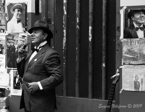 Street singer, San Telmo Area, Buenos Aires