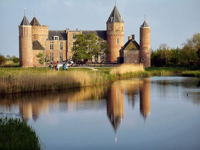 C'est la vie de chateau - Real life castel
