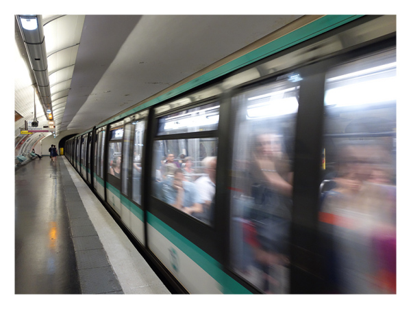 A picture of motion blur in the Paris Metro