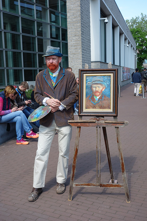 A picture of a Van Gogh street performer