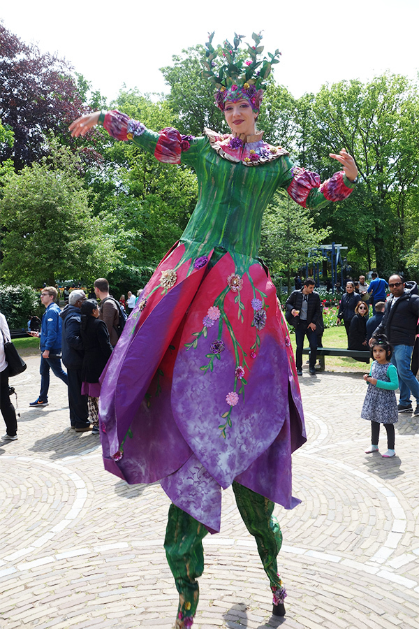A picture of a Tulip street performer
