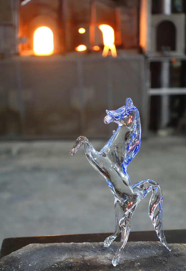 A picture of a glass Ferrari Horse