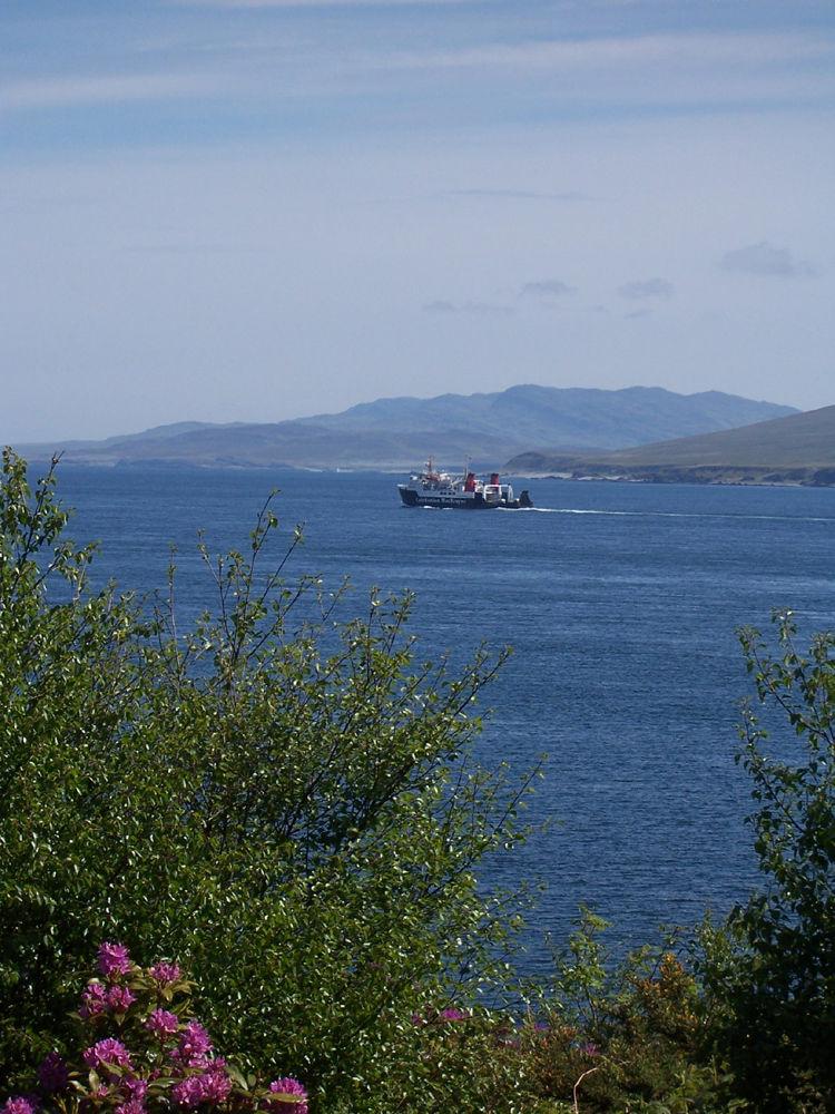MV Hebridean Isles Sailinto Colonsay and Oban