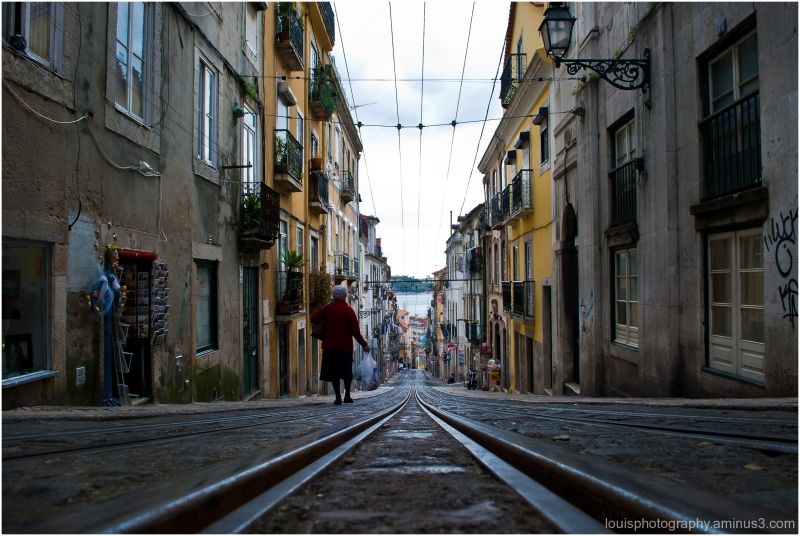 Lisbon rails tranvia old woman louis mateu