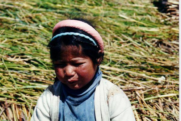 children  Titicaca lake in Peru