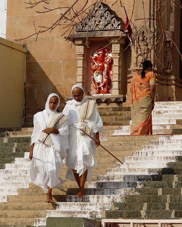 two  Jain faithfull in the temple of Shatrujaya