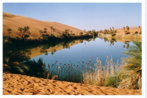 les lacs oubliés dans le désert de Libye