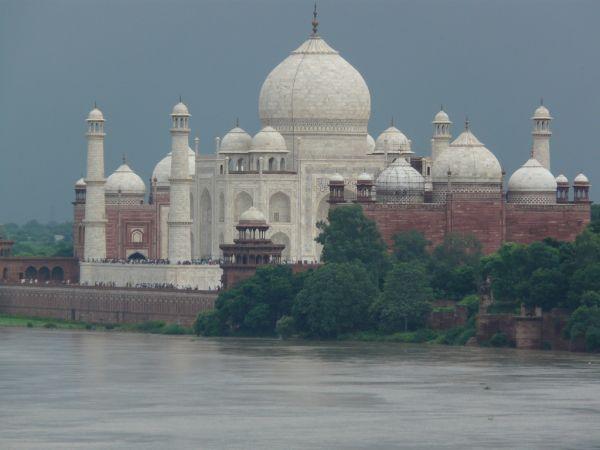 le Taj Mahal avant l'orage, depuis le Fort Rouge