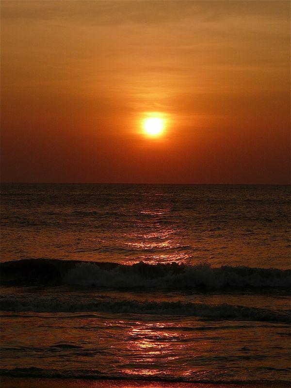 coucher de soleil sur l'océan indien à Negombo