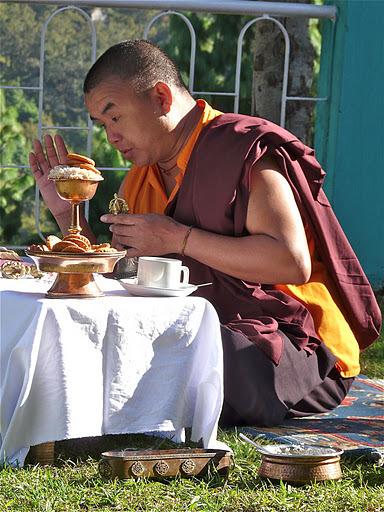 un moine en prière