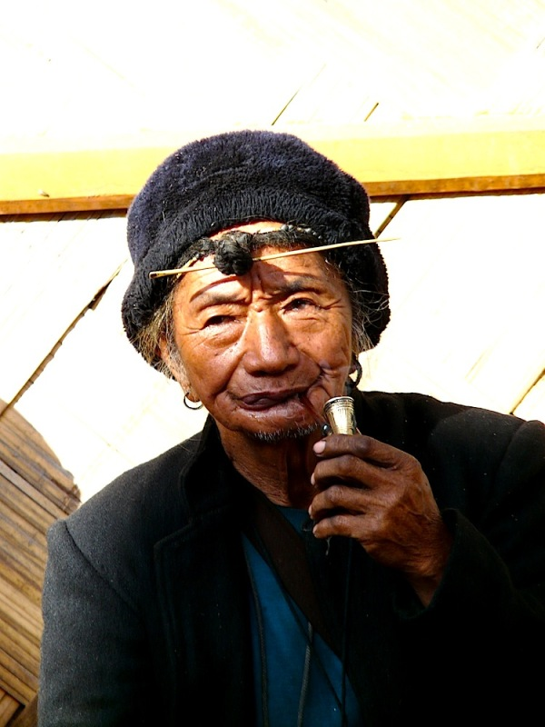 un chaman dans l'arunachal pradesh