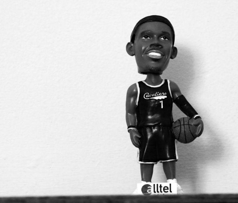Bobble head basketball