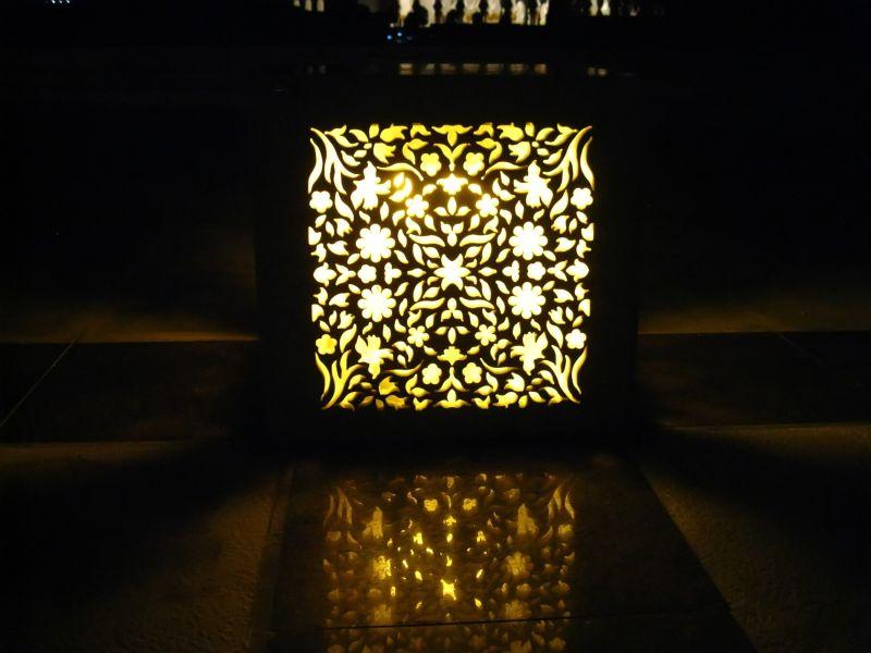 A light at Sheikh Zayed Mosque