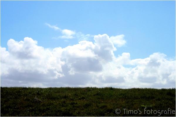 Blue sky, Dutch dike