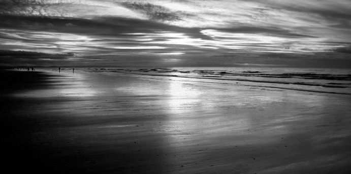 A B&W stroll on the beach