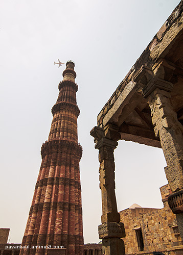 airplane passing qutub minar in india