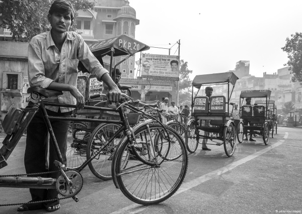 rickshaw puller on jaipur street