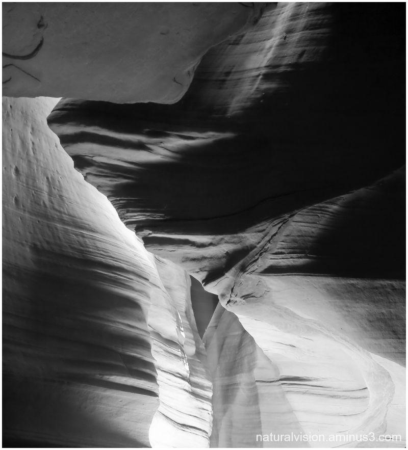 Antelope canyon black & white
