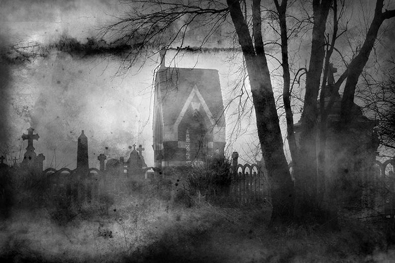 Vieux cimetière brumeux
