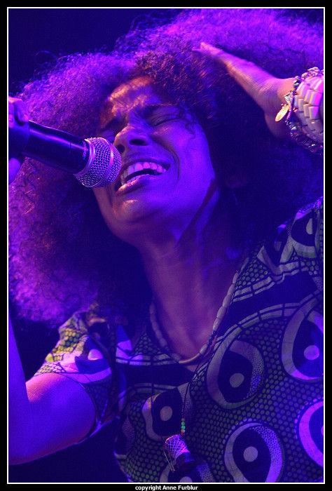 Nneka en concert au Paléo